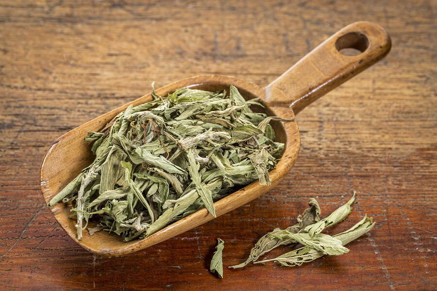 100% natural high grade stevia on a wooden table